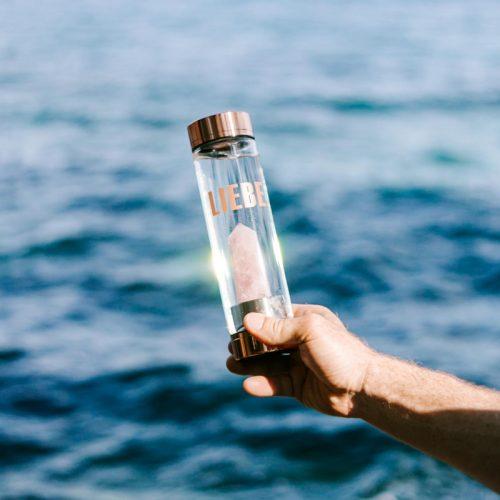 Wasserbelebung durch Edelsteinwasser
